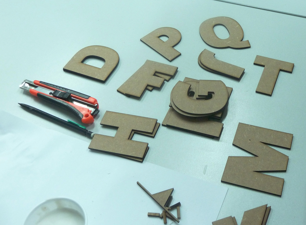 Découpe laser des caractères numérisés